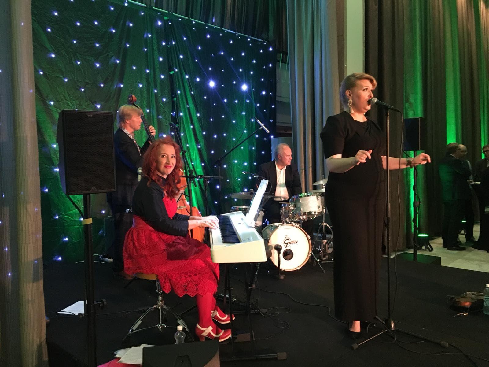 Johanna Forsti ja Tessa Virta Trio 23.8.18 Bank